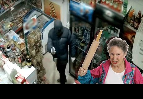 Intentan robar una tienda pero empleada  lo enfrenta y persigue con un 'trapeador'