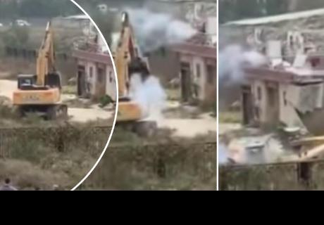 Hombre hace lo impensado para evitar demolición de su casa
