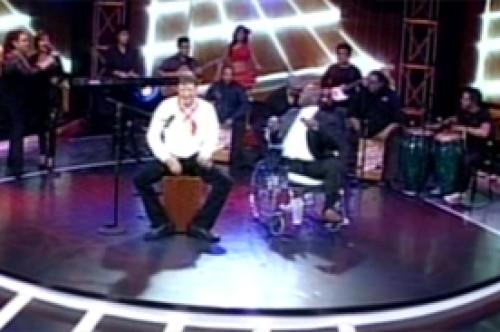 Dr TV cambia el bisturí por el cajón peruano en Operación Triunfo