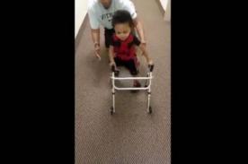 Niño amputado que vuelve a caminar se convierte en emotivo viral [Video]