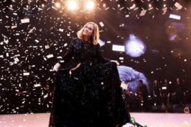 Adele se molesta con mujer que grababa su concierto - VIDEO