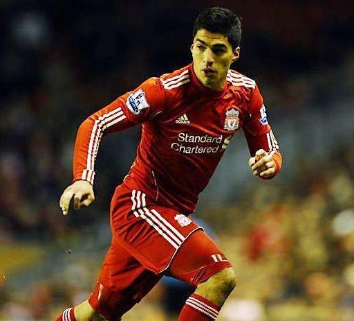 Fútbol inglés: Liverpool enfadado por suspensión de Luis Suárez
