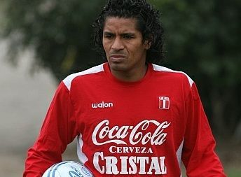 Santiago Acasiete: Cavani me quiso atarantar pero no pasa nada con él