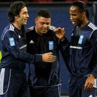 Paolo Guerrero jugó contra los amigos de Ronaldo y Zidane
