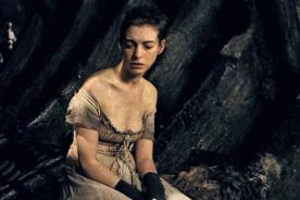 Anne Hathaway revela que lloró al verse en Los Miserables