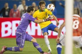 Video: Neymar dejó en ridículo al arquero chileno con dos 'sombreritos'