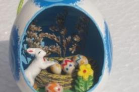 Crea adornos navideños hechos con cáscara de huevo