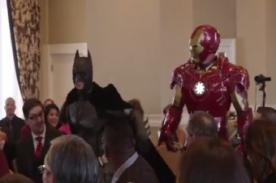 Insólito: Batman, Iron Man y ninjas se reúnen en boda épica - Video