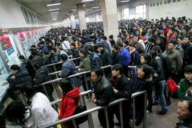 Millones de chinos regresan a casa para recibir el Año Nuevo Lunar