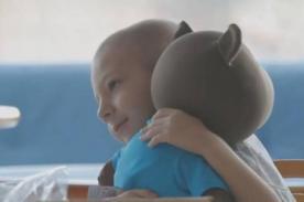 Conoce a Elo: el oso de peluche que habla con niños con cáncer - VIDEO