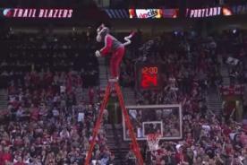 NBA: La mascota de los Blazers realizó arriesgada acción para encestar - VIDEO