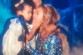 Beyoncé llora y protagoniza emotivo momento en los MTV Video Music Awards 2014 [Video]