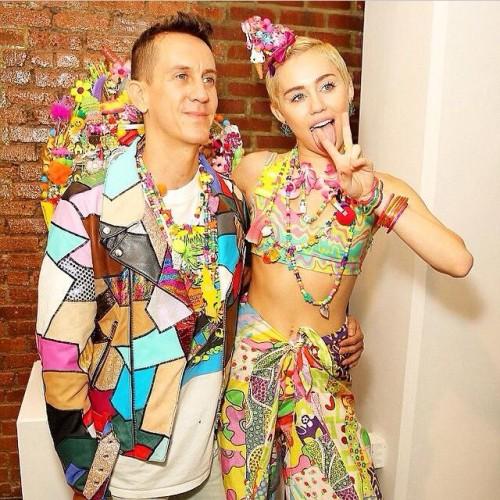 Miley Cyrus hace noticia por buen comportamiento en semana de la moda de Nueva York