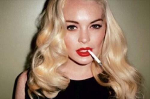Lindsay Lohan fuma dos cajetillas de cigarros cada día que graba su filme