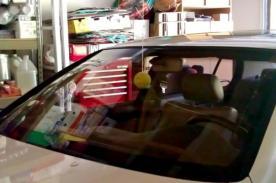 Uso creativo de una pelota de tenis para evitar accidentes en tu garaje
