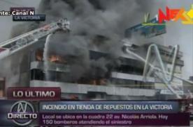 Voraz incendio consume fábrica de llantas en La Victoria - Video