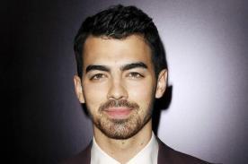 Joe Jonas con ropa interior y en la cama [Foto]
