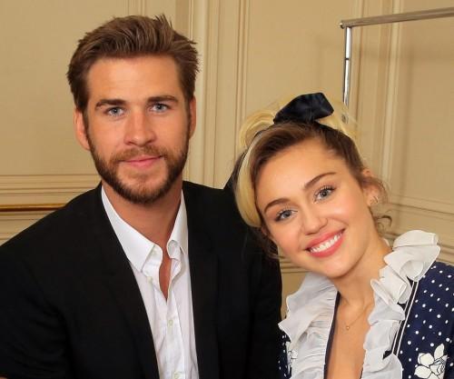 Miley Cyrus se luce en publico como pareja con Liam Hemsworth