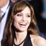 Angelina Jolie diseña nuevas joyas para ayudar a los niños desafortunados