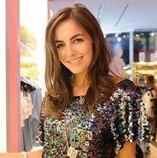 Camilla Belle se luce como DJ en inauguración de una tienda de ropa