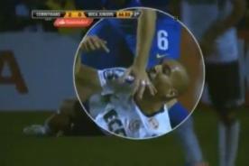 Jugador del Corinthians le muerde la mano a un rival en la final ante Boca