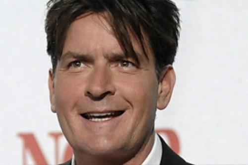 Charlie Sheen habría sido mencionado para ser juez en American Idol