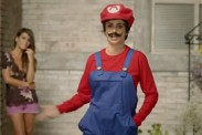 Video: Penelope Cruz se viste de Mario Bros en spot de Nintendo 3DS