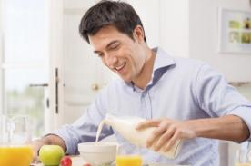 Hombres tienen 27% de riesgo de sufrir ataque cardíaco por no desayunar