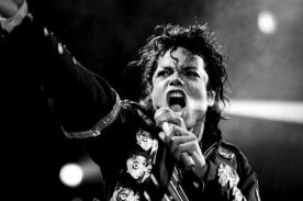 Rinden tributo a Michael Jackson durante partido de futbol - Video