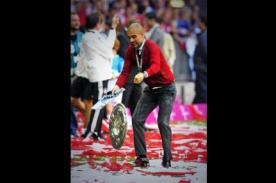 Bayern de Múnich: A Pep Guardiola se le cae el trofeo de la liga alemana - VIDEO