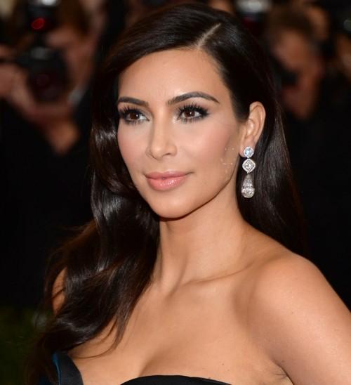 Facebook: Kim Kardashian se convierte en Marilyn Monroe [VÍDEO]