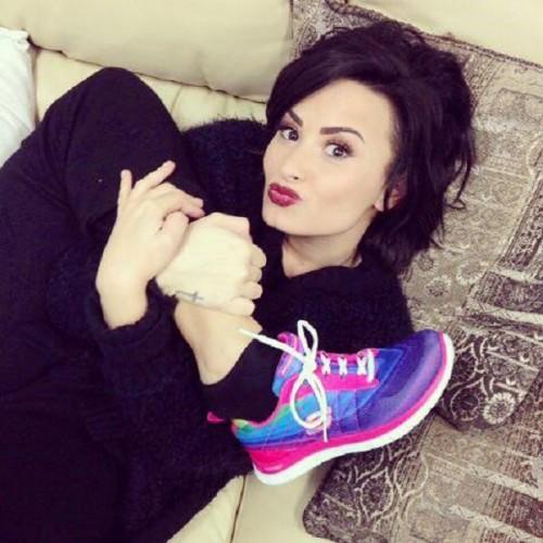 ¡Demi Lovato posa en sexys topless! [FOTOS]