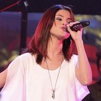 Selena Gomez cuenta que le gusta experimentar cosas nuevas cuando graba canciones