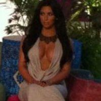 Kim Kardashian posó con un tigre en una sesión de fotos