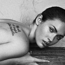 Megan Fox se parece más a Angelina Jolie en nuevo anuncio de Armani