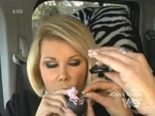 Video: Presentadora de TV estadounidense aparece fumando marihuana