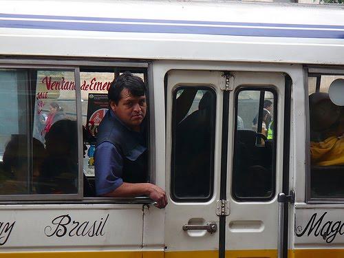 Cobradores y choferes que maltraten a pasajeros serán multados con S/ 3.600