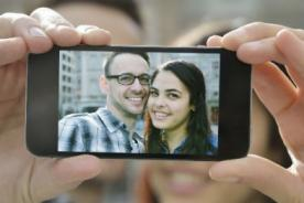 Estudio revela que los selfies pueden producir piojos