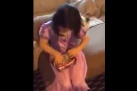 Video YouTube: Padre le juega la peor broma a su hija en Navidad [Video]