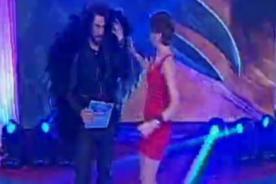 Amor Amor Amor: Peluchín llega al programa con 'plumas' encima [FOTO]