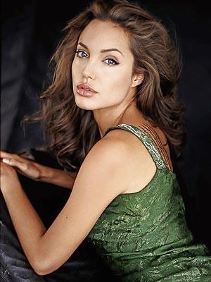 Angelina Jolie sería una bruja malvada en nuevo filme de Tim Burton
