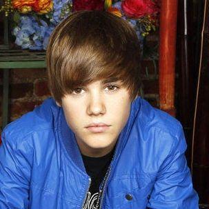 Justin Bieber presume sus abdominales por Twitter