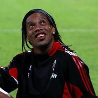 AC Milán: Directiva pide 8 millones de euros por traspaso de Ronaldinho Gaúcho