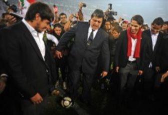 Giancarlo Carmona no saludó a Presidente García en la reinauguración del Estadio Nacional