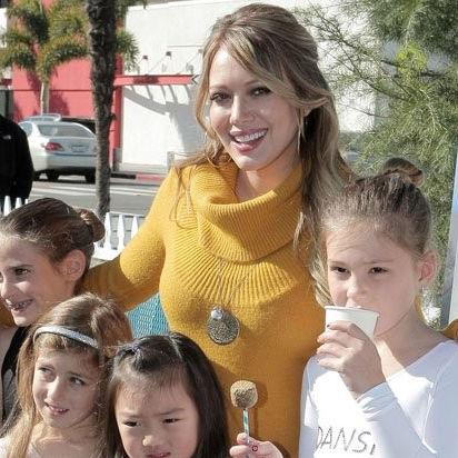 Hilary Duff asistió a evento benéfico en California