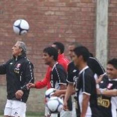 Fútbol Peruano: Renzo Revoredo abandonó la concentración de la selección por una lesión