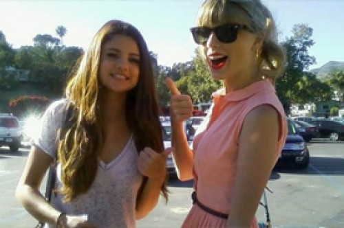 Selena Gomez y Taylor Swift lucieron felices en salida de chicas