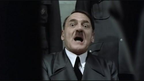 Adolfo Hitler es atropellado por una Mercedes Benz - VIDEO