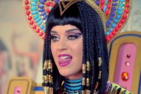 Katy Perry es una sexy faraona en el videoclip de 'Dark Horse'