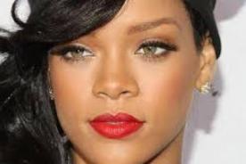Rihanna sale de fiesta en Londres pero sin Drake  - FOTOS